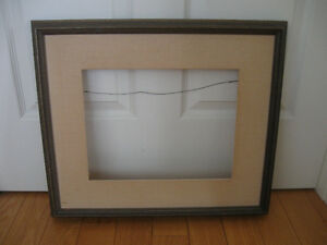 LARGE VINTAGE STURDY SOLID WOOD PICTURE FRAME / BUILD-IN MATTING