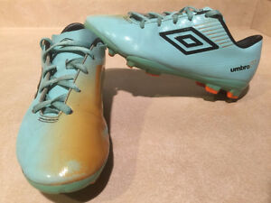 Youth Umbro GT Outdoor Soccer Cleats Size 4 London Ontario image 1