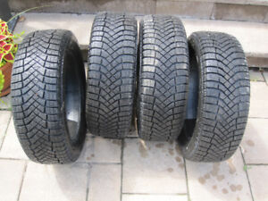 4 pneus d'hiver presque neufs, Pirelli winter ice zero 205/55R16