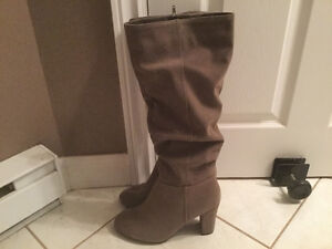 For sale ladies high heel boots $25