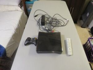 XBOX 360 With 4 Games Like New