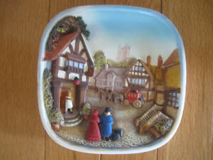 GORGEOUS OLD VINTAGE DECORATIVE 3-D HAND PAINTED WALL PLAQUE