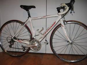 Vélo de route Canondale CAAD 8