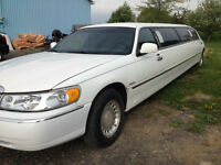 2000 Krystal Lincoln Town Car Signature Sedan