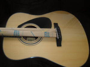 YAMAHA F325D ACOUSTIC GUITAR FULL SIZE BRAND NEW IN THE BOX $175