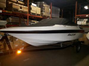 New Razor 1760 Cruiser 17.5 Feet, 3.0 Litres, 135 HP, Inboard