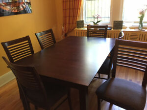 Table en bois avec 6 chaises - 64 pouces - 72 avec rallonge