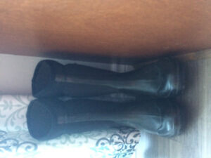 Lady size 7 Black winter boots (BOGS)