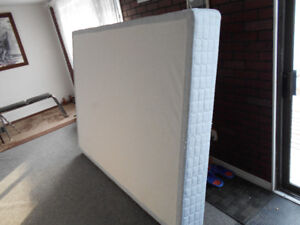 Queen box Spring 4 Sale!(Can deliver)
