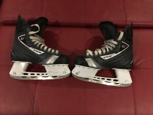 Patins d'hockey CCM U