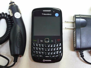 UNLOCKED BLACKBERRY CURVE 8520 TRES BONNE CONDITION ($40).......