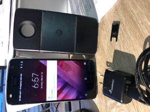 Motorola Z2 play in a good shape/ with projector