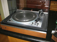 Dual Turntable in Mint condition Belt Drive Works awesome