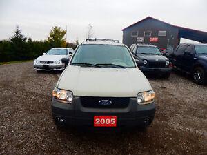 2005 Ford Escape XLT V6 4X4 London Ontario image 4