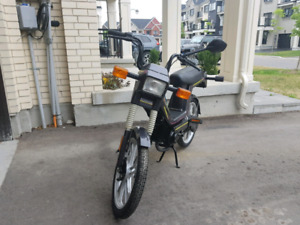 Almost brand new 50cc scooter by tomo