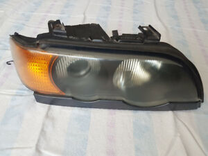 BMW X5, 2003, Front Right Headlamp/Phare avant droit