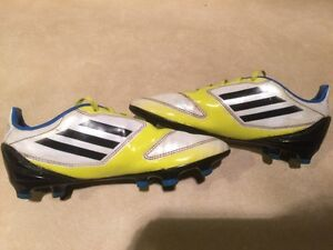 Kids Adidas F10 Outdoor Soccer Shoes Size 3.5 London Ontario image 5