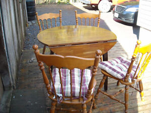 Great dining room table & 4 oak chairs. Space saving