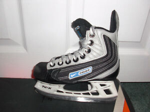 Boys Bauer Youth Size 10, Easton Youth Size 9
