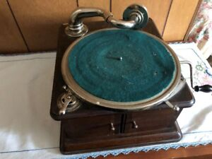 WORKING....Wind-Up Crank Phonograph Record Player