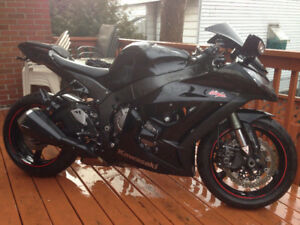Kawasaki Zx10r 2011. 4 670 km seulement. Comme neuf.