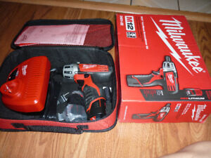 MILWAUKEE M12 12-Volt Lithium-Ion Cordless 1/4 in. Hex Screwdriv