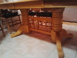 Solid Oak Table (2 leaves) with 6 chairs and 2 arm chairs Oakville / Halton Region Toronto (GTA) image 3