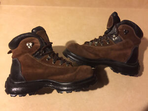 Women's Cougar Titan Hiking Boots Size 8.5