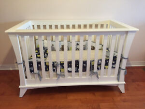 White Baby Crib Solid Wood 3 Adjustable Levels