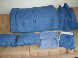 TWIN  BED  COMFORTER/SHAM/SHEETS/CUSHIONS SET