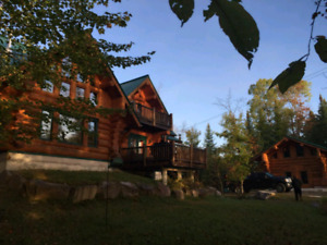Scandinavian Log Chalet/last week of summer available