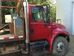 International 4300 DT 466 with 20' +/-  flat deck single axle
