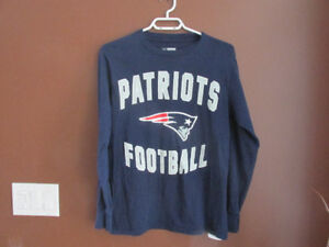NEW ENGLAND PATRIOTS long sleeved sweater - size small