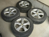 Selling a MINT 4 Winter Tires on RIMS (225 65 17)