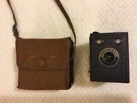 Camera. Vintage Six-20 Popular 'Brownie.