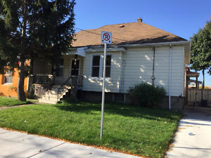 COZY RANCH DUPLEX WITH 2 BEDROOMS - AVAILABLE IMMEDIATELY!