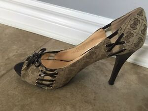 Guess Shoes, 3.5inch high heel, size 9.5 Kitchener / Waterloo Kitchener Area image 2