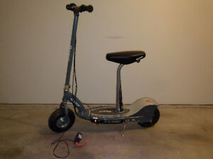 Razor e300s : electric scooter with seat(can be removed easily).