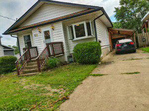 STUDENT HOUSE w/theatre room! 1 room upstairs avail. $450