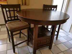 Bar Height table With 2 Bar Chairs -  In Great condition