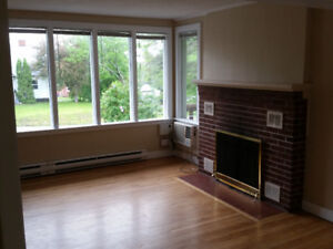 Students! 5 Bedroom, Sept. 1! Close to University