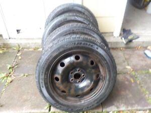 4 roues d'auto 16'' avec pneus