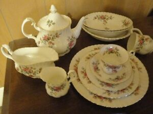 Moss Rose dishes
