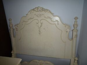 Tres beau commode et lit. Beautiful dresser and a bed West Island Greater Montréal image 6