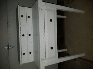 White desk/vanity excellent condition delivery may be arranged