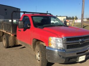 2010 Chevrolet Silverado 4 X 4 Flatdeck Dually.. LOW KMS