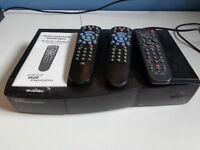 Récepteur numérique Bell ExpressVu avec 3 télécommandes