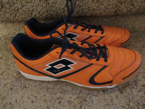 New - Men's Lotto Indoor Soccer Shoes