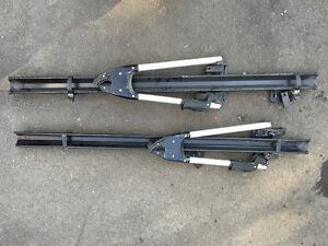2 racks à vélo pout toit Thule