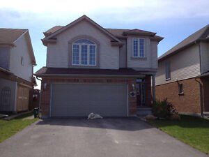 COLLINGWOOD AUG 1 BRIGHT 1 BED + DEN LOWER LEVEL